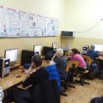 """Trzynastu uczestników kontynuuje udział w projekcie  """"Pomagając innym – pomagamy sobie"""""""